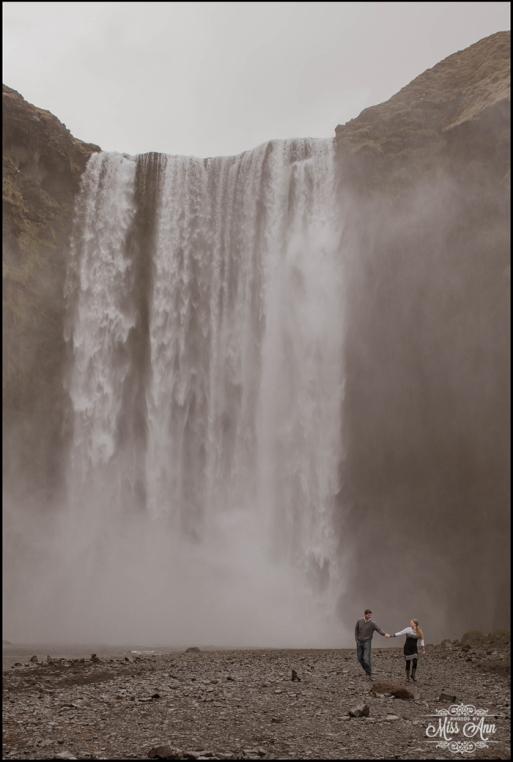 Rainy-wedding-at-skogafoss-waterfall