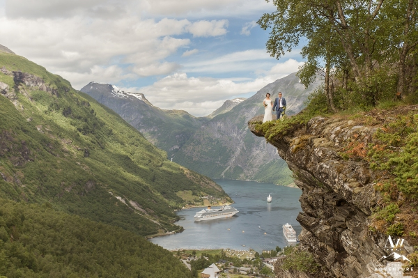 geirangerfjord-flydalsjuvet-lookout-wedding-your-adventure-wedding