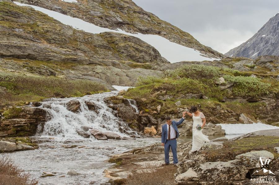norway-waterfall-wedding-geirangerfjord-your-adventure-wedding