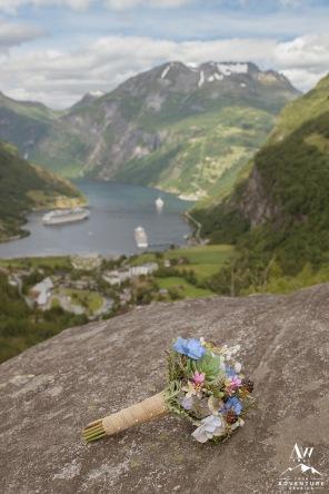 norway-wedding-bouquet-your-adventure-wedding-geirangerfjord