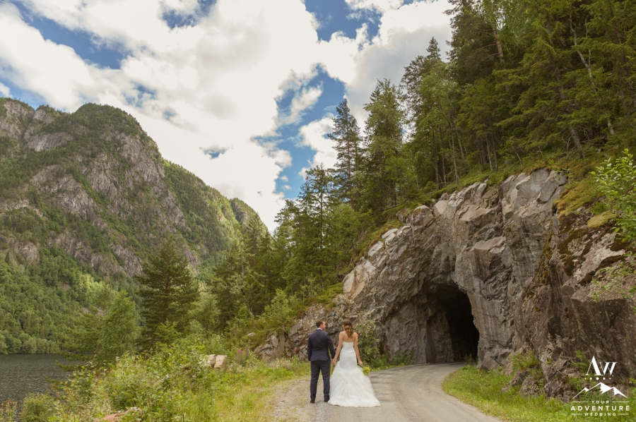 norway-cave-wedding-your-adventure-wedding